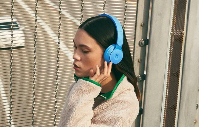 <strong>BYTT MODUS:</strong> Vil du høre omgivelsene rundt deg mens du går ute og hører på musikk, kan du trykke på en knapp. Foto: Beats