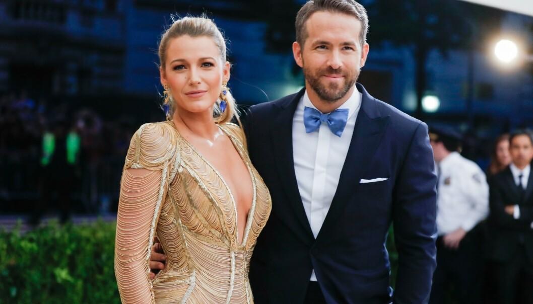 <strong>TREBARNSFORLDRE:</strong> Det skal ha vært i sommer at skuespillerparet Blake Lively og Ryan Reynolds ble foreldre for tredje gang. Nå deler sistnevnte det første bildet med det nye familietilskuddet. Foto: NTB Scanpix