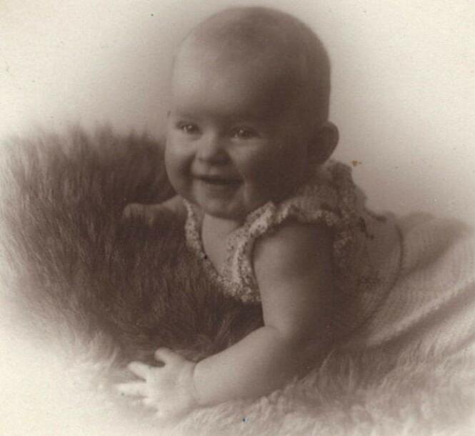 OLAVS DATTER?: Lille Unn er datteren til tjenestepiken Lisbet Mogen - som ifølge barnebarnet hennes Jørgen K. H. Bertheau er datter av avdøde kong Olav. FOTO: Privat