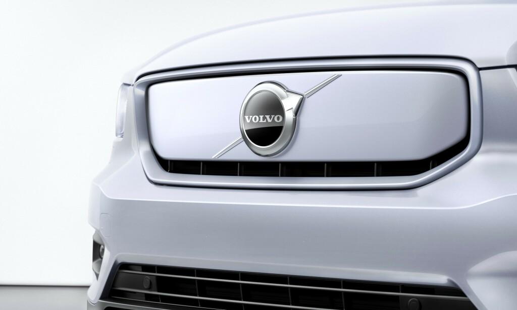 TETTET: Det meste av grillen er tettet for bedre luftmotstand. Luft til kjøling av forbrenningsmotor er ikke lenger nødvendig. Foto: Volvo