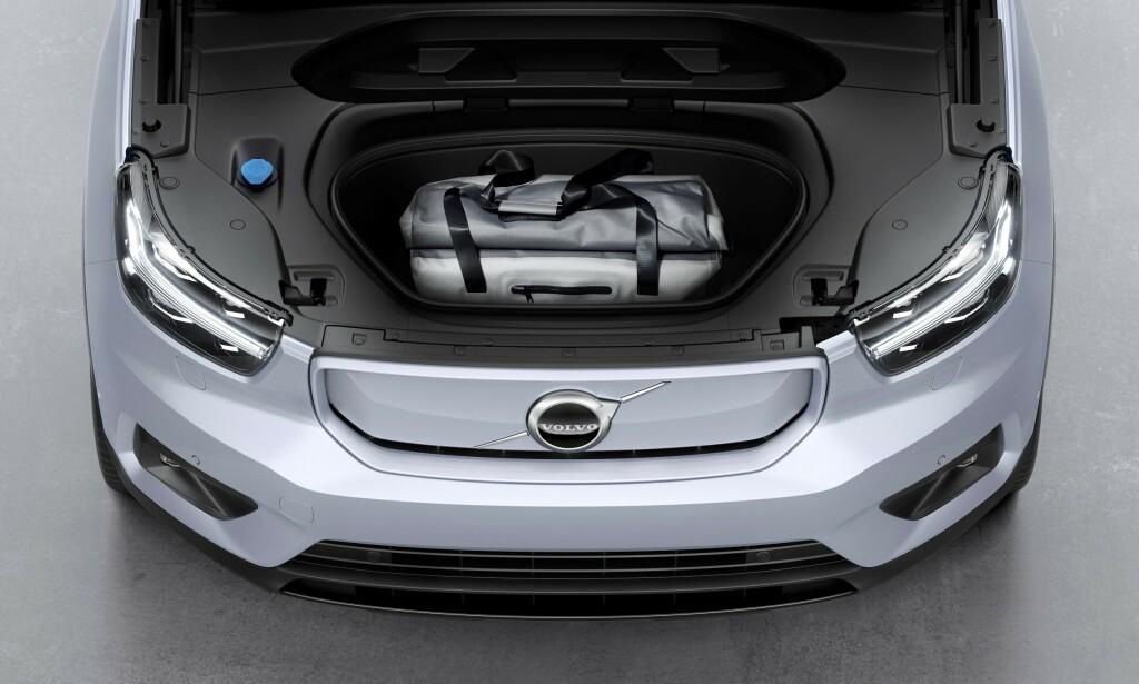 FRUNK: Volvo har gjort plass til en såkalt frunk under panseret, med eget lokk over. Foto: Volvo