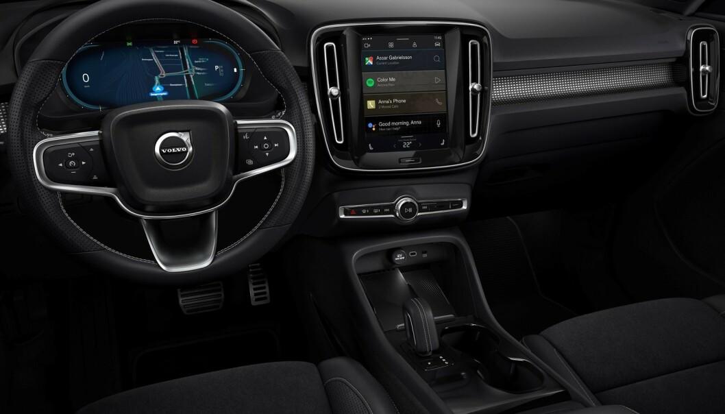 <strong>GIRSPAK:</strong> Interiøret er svært likt standardutgaven av Volvo XC40. Foto: Volvo