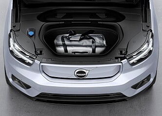<strong>FRUNK:</strong> Volvo XC40 Recharge har også bagasjerom foran. Foto: Volvo