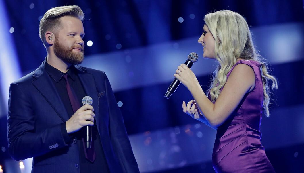 AVSLØRING: Maria Arredondo sang duett med «Stjernekamp»-deltaker Kim Rysstad lørdag kveld. Fra scenen avslørte hun at hun er gravid. Foto: Julia Marie Naglestad / NRK
