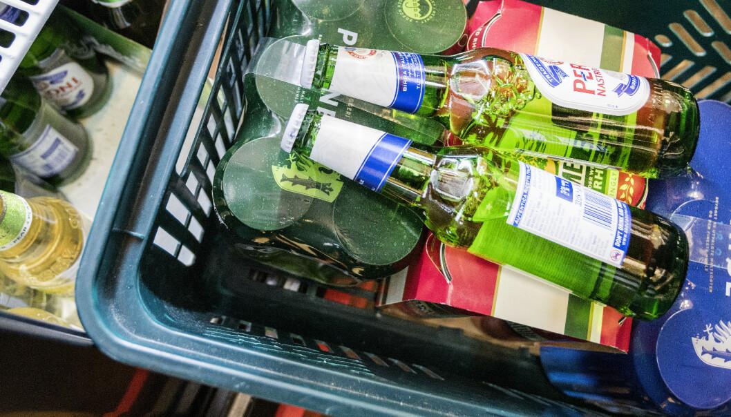 Politikere vil granske matgiganter som gir bonuspoeng på øl