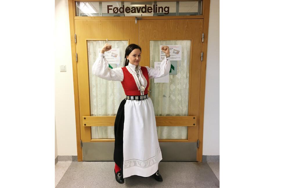 DET FØRSTE BILDET: Dette bildet ble tatt utenfor fødeavdelingen den 31. mars 2019, da Anja Cecilie Solvik var på vei til dåp i Kristiansund. FOTO: Privat
