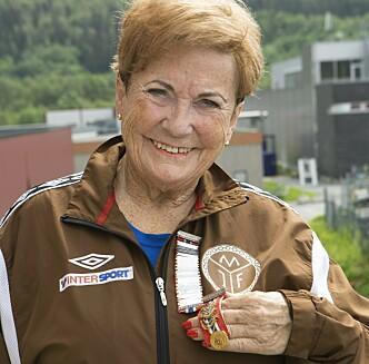 MEDALJESAMLER: Marit Hval Olsen (75) er en av dem  i turngruppa som har vært med på flest stevner.