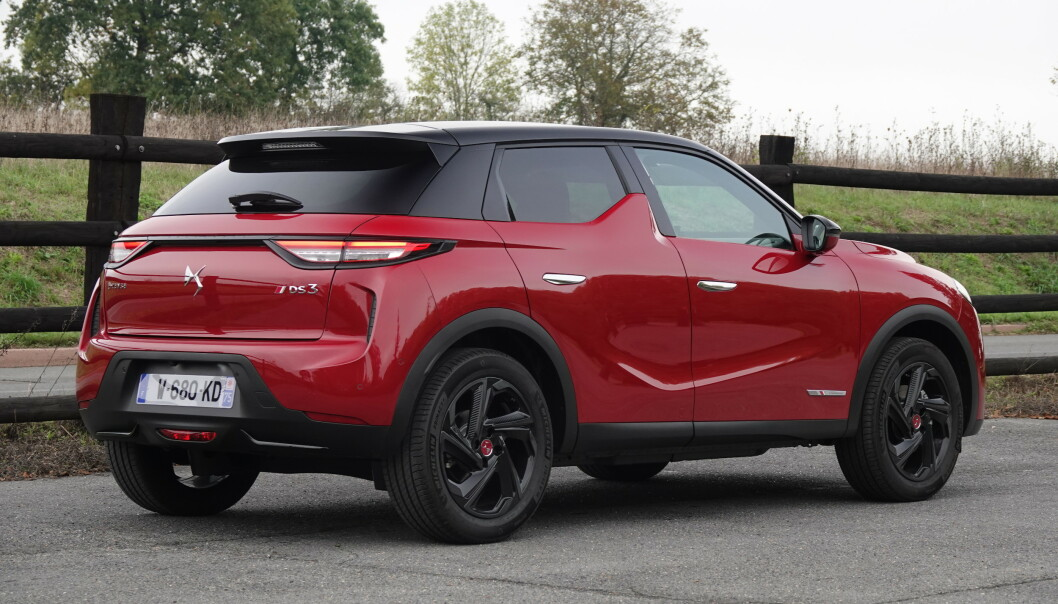KOMPAKT SUV: DS 3 Crossback E-Tense er formet som en kompakt SUV med ekstra bakkeklaring. Foto: Fred Magne Skillebæk