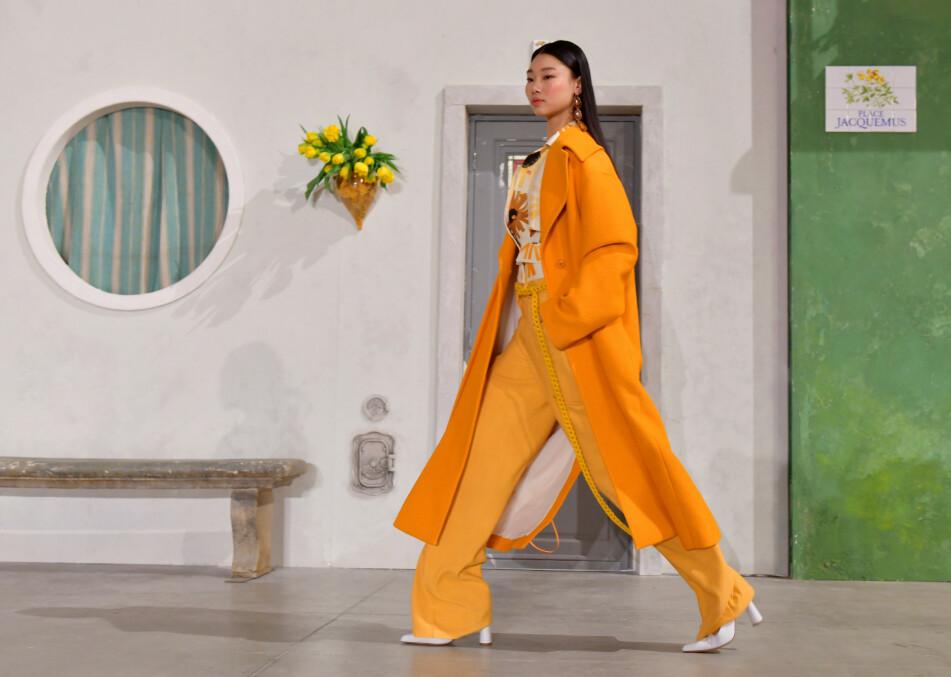 GÅR FOR BUKSE: Bukser med spennende detaljer kombinert med en enklere overdel gir et kjempefint antrekk! Foto: Scanpix
