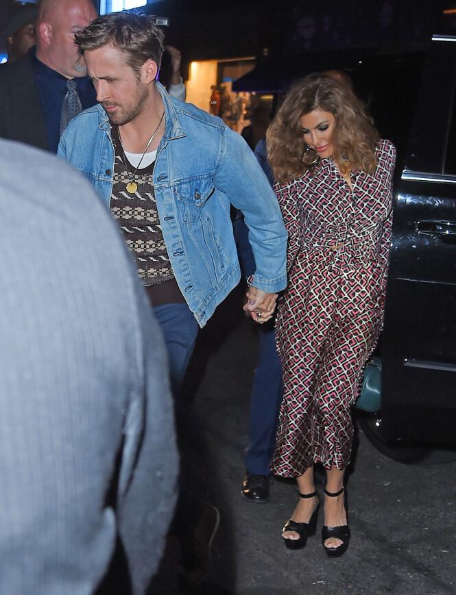 SVÆRT PRIVATE: At Eva Mendes og Ryan Gosling holder kortene tett til brystet når det gjelder privatlivet sitt er ikke noe nytt. Stjerneduoen har knapt vært å se sammen på den røde løperen de siste årene. Her er de avbildet i 2017. Foto: NTB Scanpix