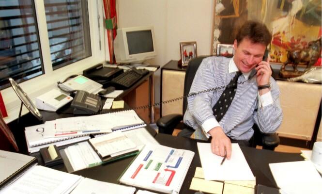 BUSINESSMANN: Her er Petter Stordalen avbildet i 1996 på sitt daværende kontor i Lysaker. Foto: NTB Scanpix