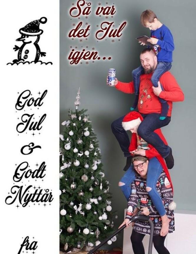 JULEFRYD: Jula kan være hektisk (i alle fall for noen..) slik dette julekortet fra Tone Salte med familie illustrerer. FOTO: Privat