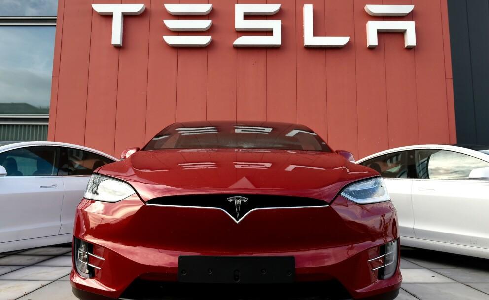 <strong>OPPGRADERER:</strong> Tesla oppdaterer programvaren, som igjen vil gi økt rekkevidde, ifølge selskapet. Foto: Tesla