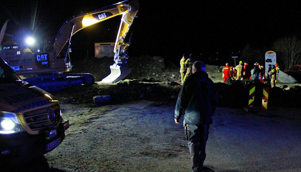 En mann er alvorlig skadd og fraktet til sykehus med luftambulanse etter en arbeidsulykke med en gravemaskin Oppdal i Trøndelag torsdag kveld. Foto: Per Roar Bekken / OPP / NTB scanpix