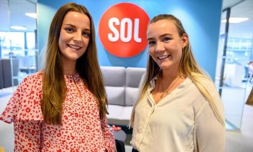 SOLs vaktsjefer Synne Elise Sanderud (t.v.) pg Pernille Elene Bjørtomt Hunes i podkasten SOL Snakkis. Foto: Jan Magnus Weiberg-Aurdal/ Medier24.no