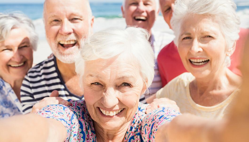 FRISK OG GLAD: Noen av rådene for et friskere liv er morsommere enn andre, som dette: Vær sosial! Foto: Scanpix/Shutterstock