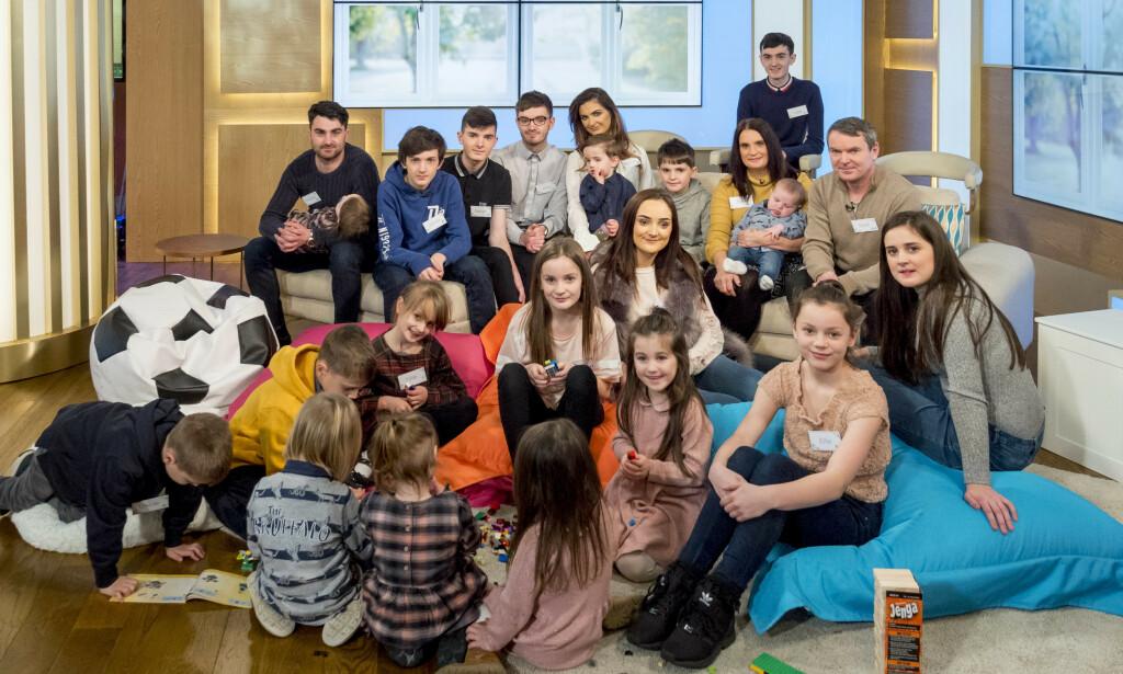 STORFAMILIE: Her er hele familien samlet på morgenprogrammet «This Morning» i London i januar i fjor. Foto: Ken Mckay / NTB Scanpix