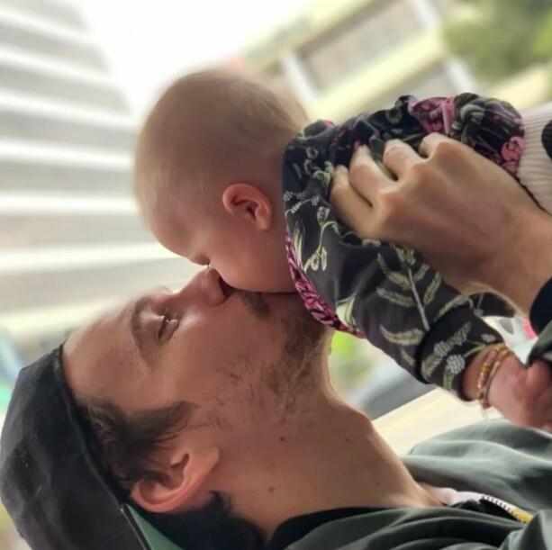 FAR OG DATTER: Det er tydelig å if at far og datter har et nært bånd. Photo: Hilary Duff / Instagram