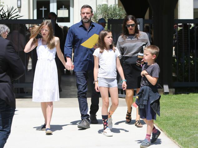 <strong>GODT FORHOLD:</strong> Ben og Jennifer har barna Violet, Seraphina og Samuel sammen. Til tross for at duoen har gått hver til sitt, tilbringer de tilsynelatende mye tid sammen. Foto: NTB Scanpix