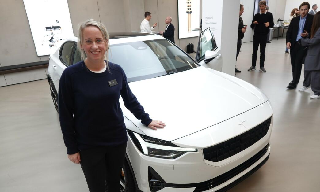<strong>I NORGE:</strong> Produktsjef Beatrice Simonsson viste stolt frem Polestar 2 i Norge i fjor høst. Når produksjonen nå er kommet i gang igjen øker sjansene for å få biler til avtalt tid. Foto: Fred Magne Skillebæk.