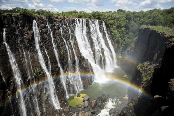 Victoria Falls er verdens største og kanskje vakreste vannfall. Det ligger cirka fem kilometer fra Julias fars bolig. FOTO: Carsten Seidel