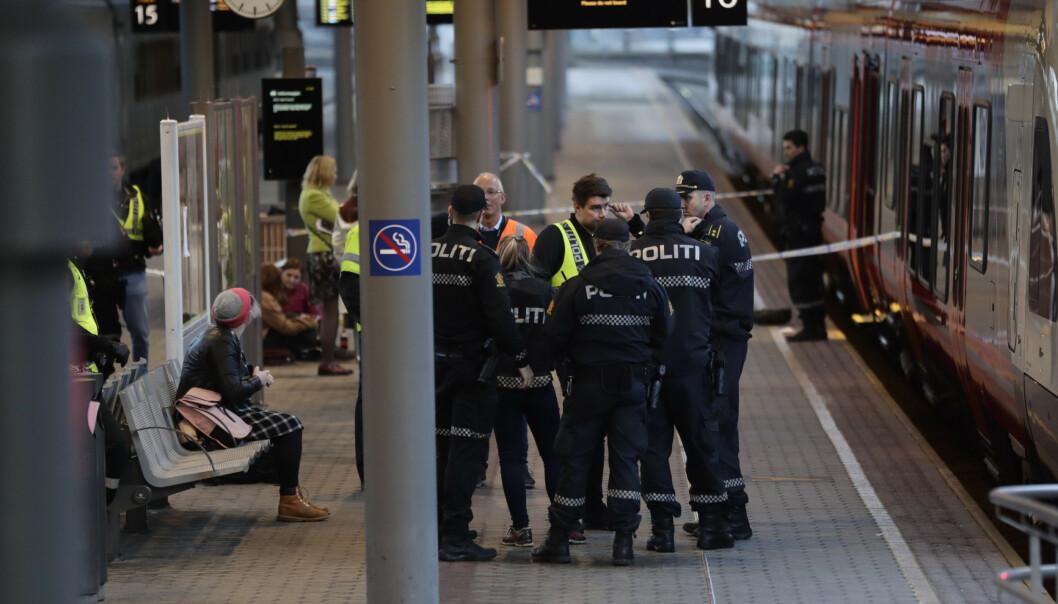 Knivstikkingen skjedde om bord på lokaltoget til Gjøvik mens toget sto på Oslo S om ettermiddagen 12. november i fjor. En mann ble livstruende skadd. Foto: Berit Roald / NTB scanpix