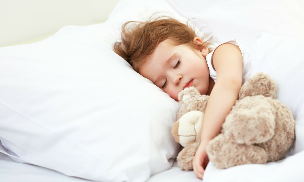 SØVN: Barn har flere perioder med lett søvn om natten enn voksne. Foto: Shutterstock / NTB Scanpix