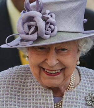 LILLA: Dronning Elizabeth er kjent for å variere på ulike farger når det kommer til hattevalget sitt under Royal Ascot. Foto: NTB Scanpix