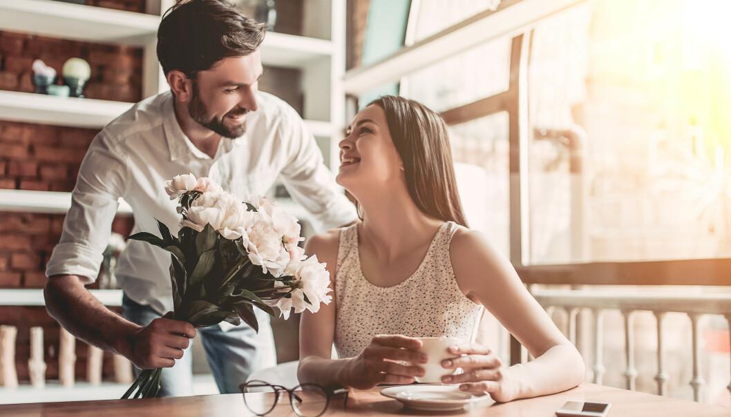 LETT Å BLI LURT: Hvem liker vel ikke å bli skjemt bort med blomster og oppmerksomhet?