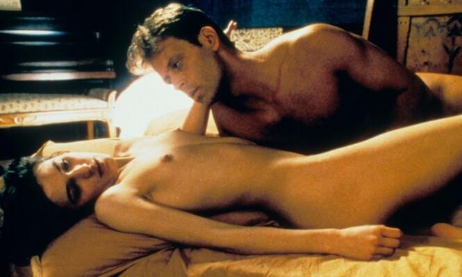 PORNOSTJERNE: Rocco Siffredi, her i en kunstfilmen «Romance» fra 1999, sammen med skuespiller Caroline Trousselard. Her hadde skuespillerne sex på ekte, og det skapte overskrifter da den kom på norske kinoer. Foto: Moviestore/REX, NTB scanpix