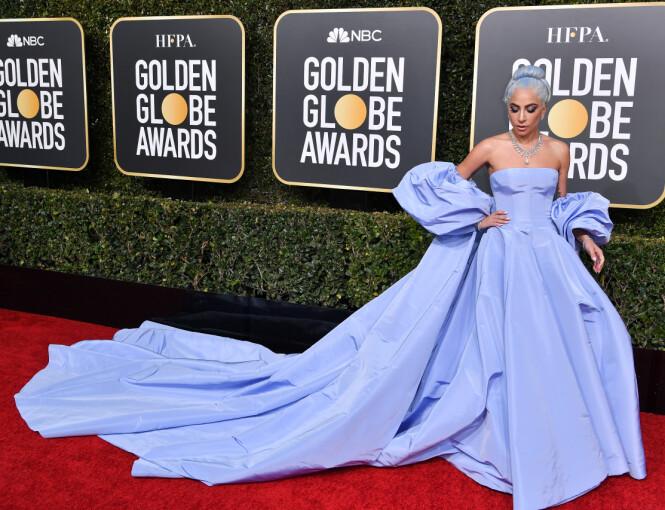 GA BORT KJOLEN? Ifølge en ansatt ved The Beverly Hilton skal Gaga ha gitt Valentino-kjolen til henne. Foto: NTB Scanpix