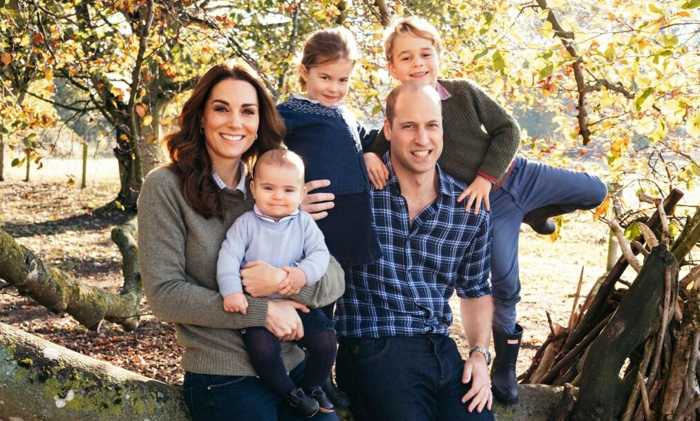 <strong>FAMILIELIVET:</strong> Hertugparet elsker å tilbringe tid med barna sine, og kan visstnok godt tenke seg enda et tilskudd i familien. Foto: Matt Porteous / Kensington Palace, NTB scanpix