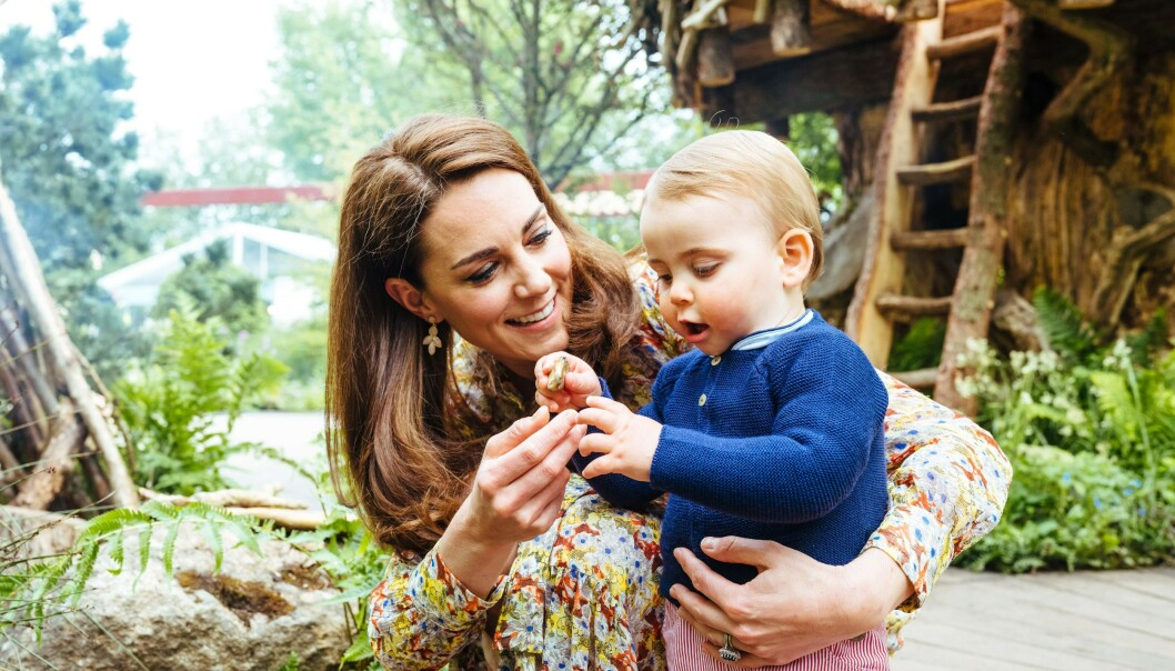 <strong>MAMMAGUTT:</strong> Lille Louis trives best i mammas selskap. Her fra en fotoseanse i sommer. Foto: NTB Scanpix