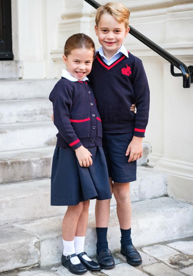 <strong>FØRSTE SKOLEDAG:</strong> Prins George og prinsesse Charlotte på første skoledag i september. Foto: NTB Scanpix