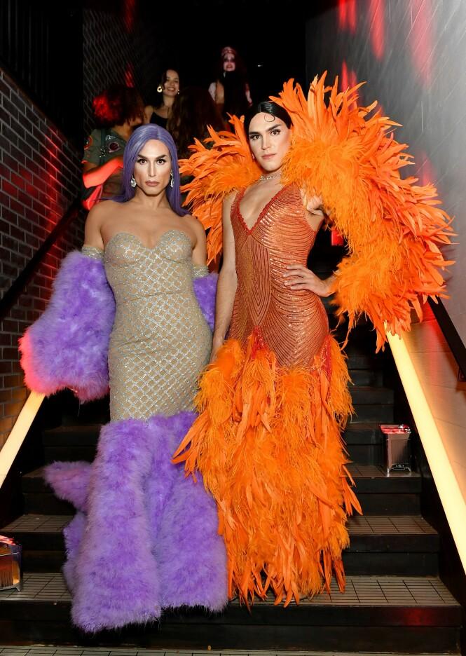 Influenserne Benito Skinner og Terrence O'Connor utkledd som Kylie og Kendall Jenner på Met-gallaen. Foto: NTB Scanpix