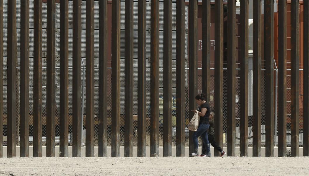 Nye murer reises 30 år etter Berlinmurens fall