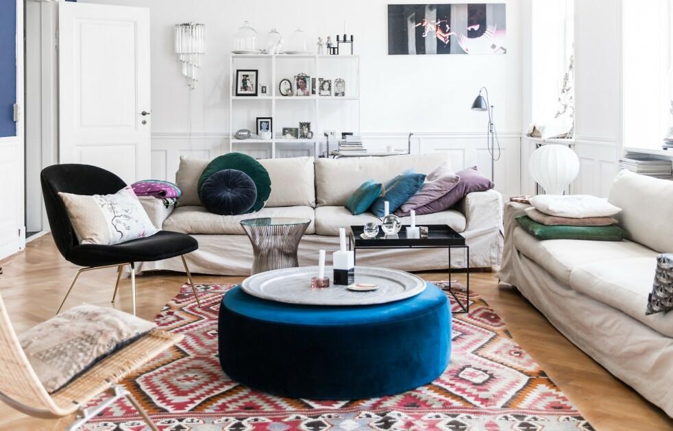 INTERIØR: Tips! Sett flere forskjellige bord sammen i stedet for å velge ett sofabord. FOTO: Julie Wittrup og Mikkel Dahlstrøm/Another Studio