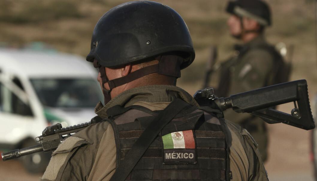 Delstatspolitiet i Chihuahua på jobb etter massakren mandag. Foto: Christian Chávez / AP / NTB scanpix.