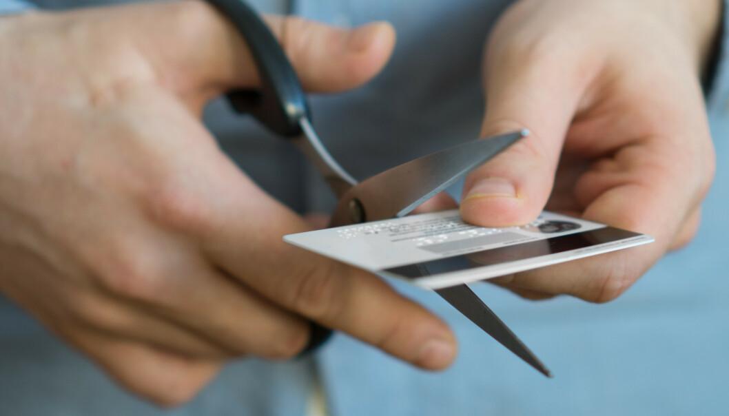 Holder ikke å klippe kredittkortet