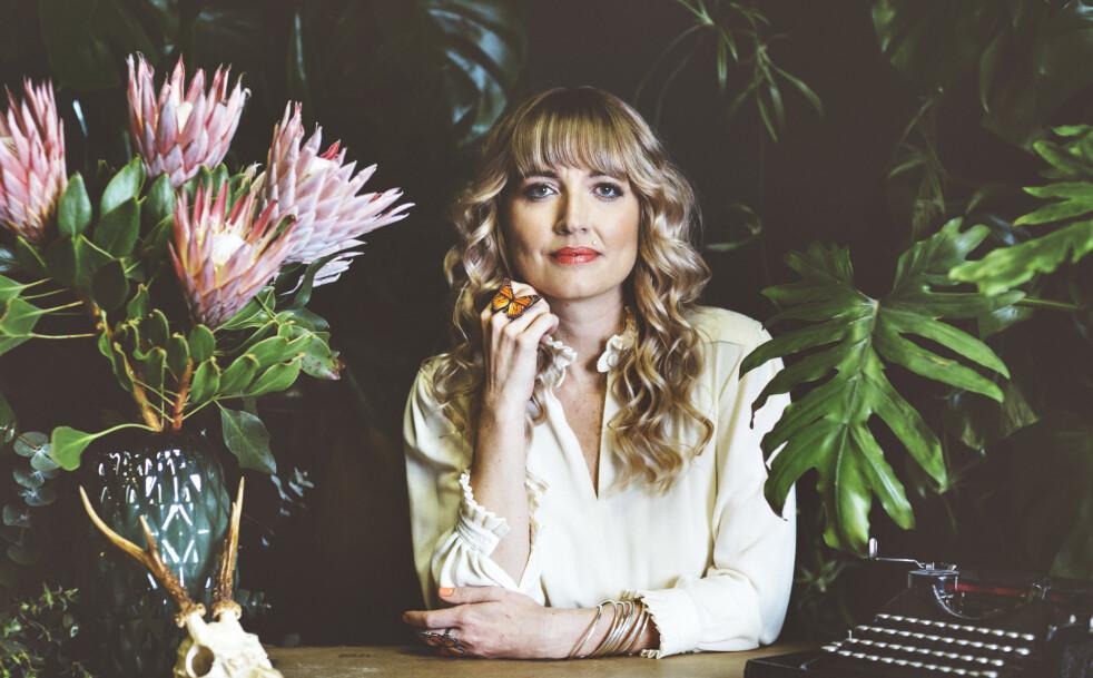 BOKAKTUELL: Holly Ringland er for tiden aktuell med sin debutroman «Alice Harts fortapte blomster». Skriveprosessen har vært vanskelig, ifølge forfatteren. FOTO: Giulia Zonza