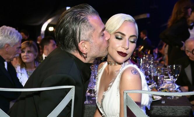 BRUDD: I februar 2019 brøt Lady Gaga og agenten Christian Carino forlovelsen. Dette bildet er fra Screen Actors Guild Awards én måned før. FOTO: NTB scanpix
