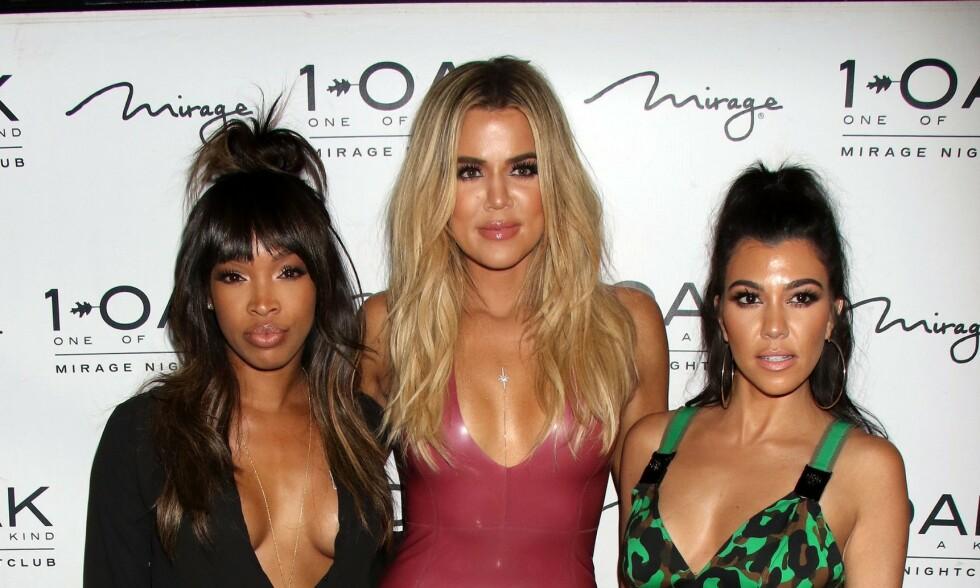 FAMILIEVENN: Malika Haqq har vært bestevenninne med Khloé Kardashian i mange år, og er naturlig del av Kardashian-gjengen. Her også med Khloés storesøster Kourtney Kardashian. Foto: NTB Scanpix