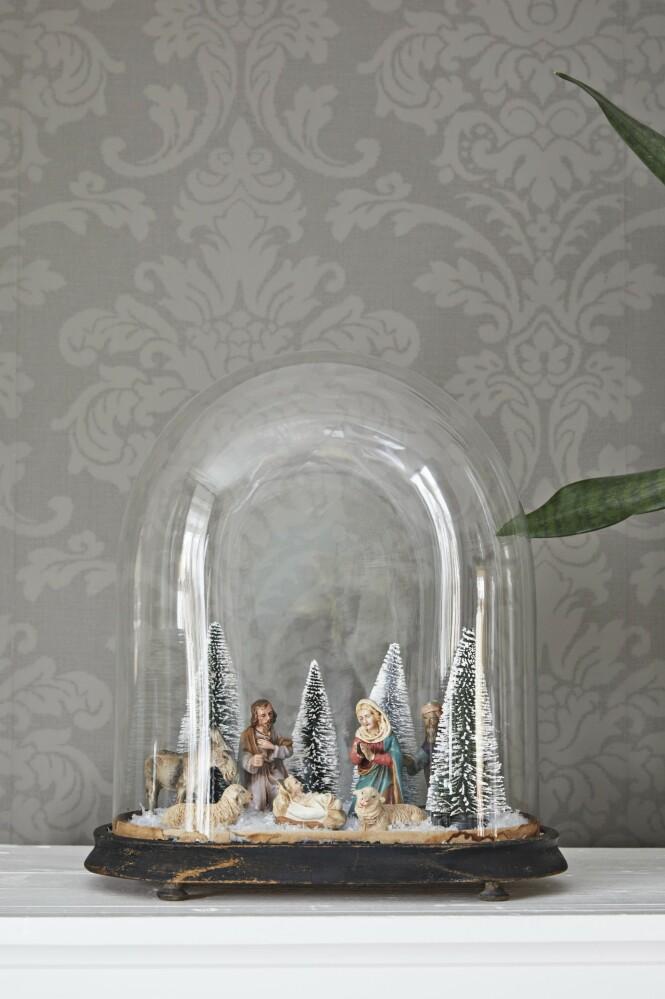 Tips! Lag stilleben i glass- klokker – en superlekker måte å samle små gjenstander på. FOTO: Dianna Nilsson