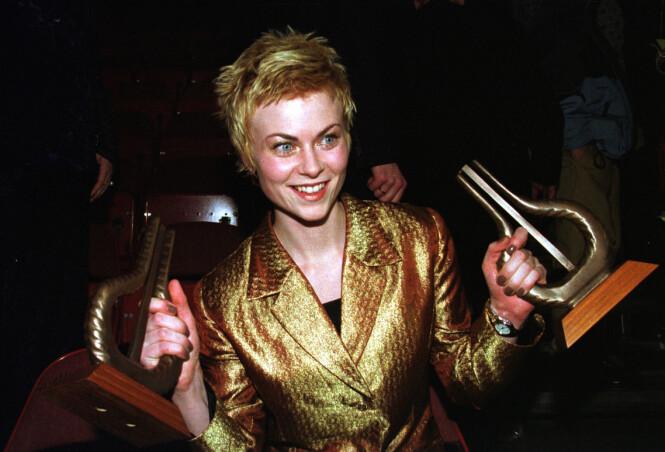 FLERE PRISER: Bertine Zeltlitz har vunnet fire Spellemannpriser. Her er hun avbildet under Spellemannprisen i 1998, hvor hun tok hjem prisen for både kvinnelig popsolist og årets nykommer. Foto: NTB Scanpix