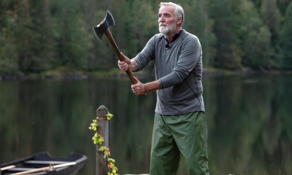 «FARMEN»-EXIT: Jan Erik Brodahl (60) bommet på begge sine øksekast under tvekampen. Det var med vilje, ifølge ham selv. Foto: TV 2