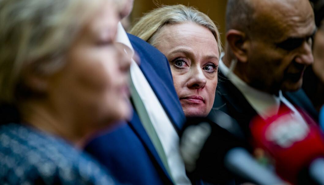 Både statsminister Erna Solberg (H) (t.v.) og arbeids- og sosialminister Anniken Hauglie (H) har varslet full opprydning etter trygdeskandalen. Foto: Stian Lysberg Solum / NTB scanpix