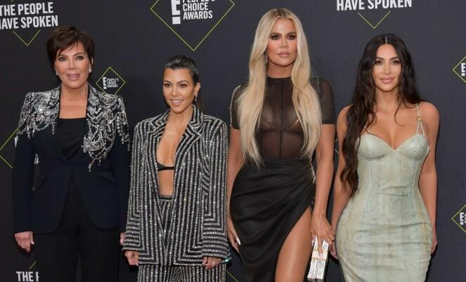 BERØMT FAMILIE: Kardashian-søstrene med mamma Kris Jenner. Foto: NTB Scanpix