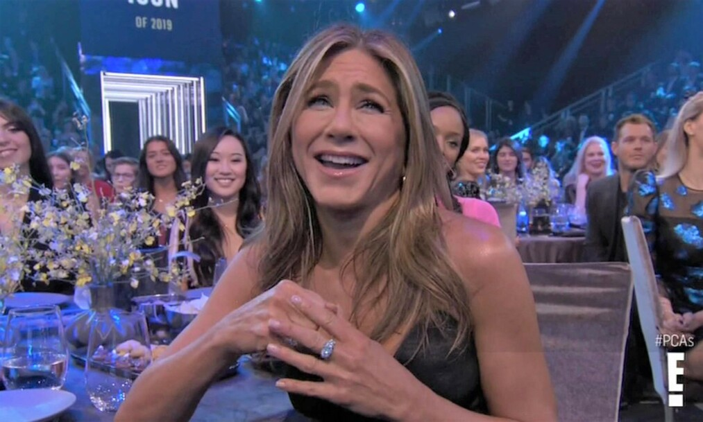 VANT PRIS: Jennifer Aniston stakk av med prisen som årets ikon under People's Choice Awards. Foto: NTB Scanpix