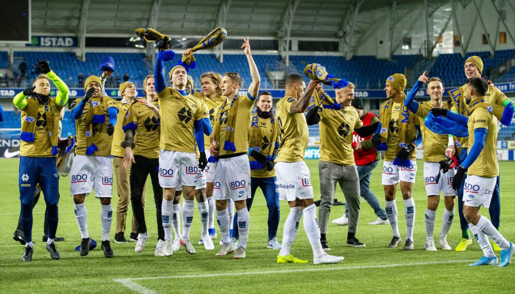 <strong>GULLFEST:</strong> Molde-spillerne kunne slippe jubelen løs da de sikret gullet søndag kveld. Foto: Svein Ove Ekornesvåg / NTB Scanpix