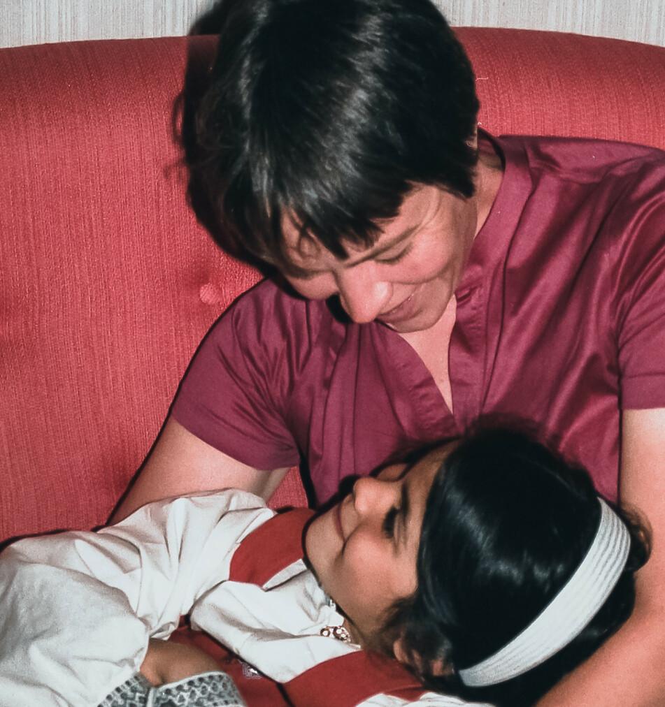 TRYGG OPPVEKST: Maria vokste opp med moren sin i Drammen, og omtaler oppveksten som trygg og full av kjærlighet – til tross for at moren var syk. FOTO: Privat